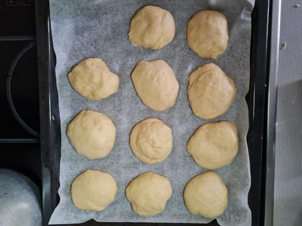 Фото рецепта - Ванильные булочки в духовке - шаг 6
