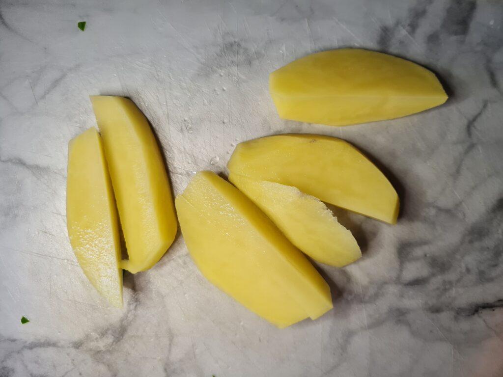 Фото рецепта - Мясные котлетки с овощами в духовке - шаг 2