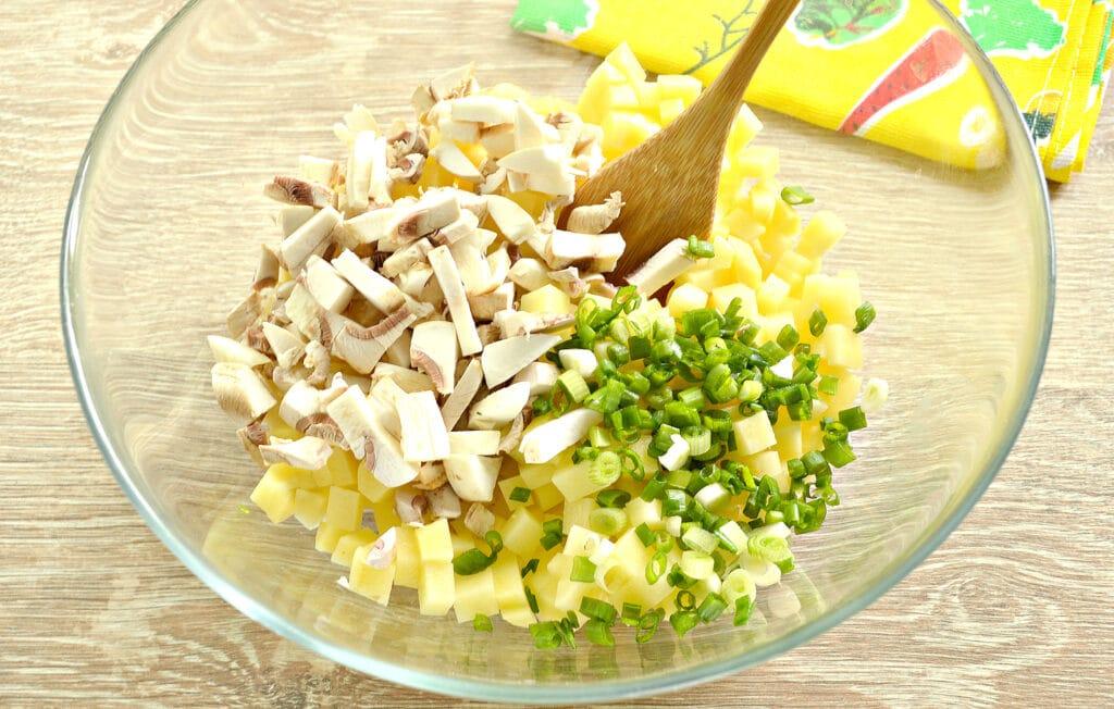 Фото рецепта - Картофельный пирог с грибами (тесто на кефире) - шаг 3