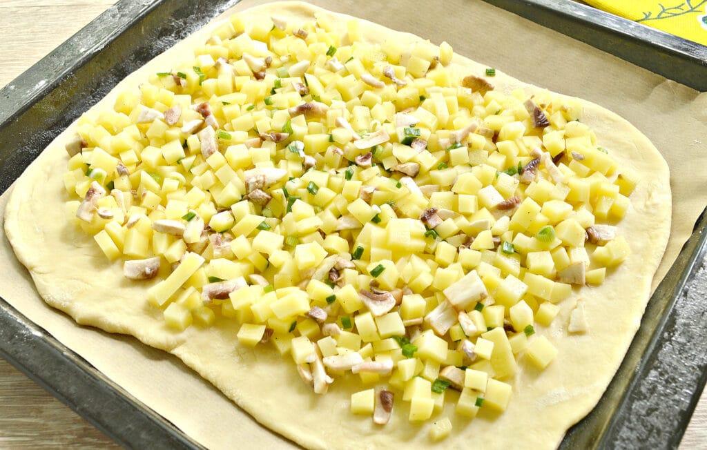 Фото рецепта - Картофельный пирог с грибами (тесто на кефире) - шаг 5