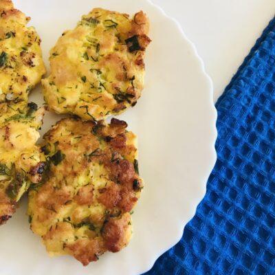 Рубленные котлеты из куриного филе со свежей зеленью - рецепт с фото