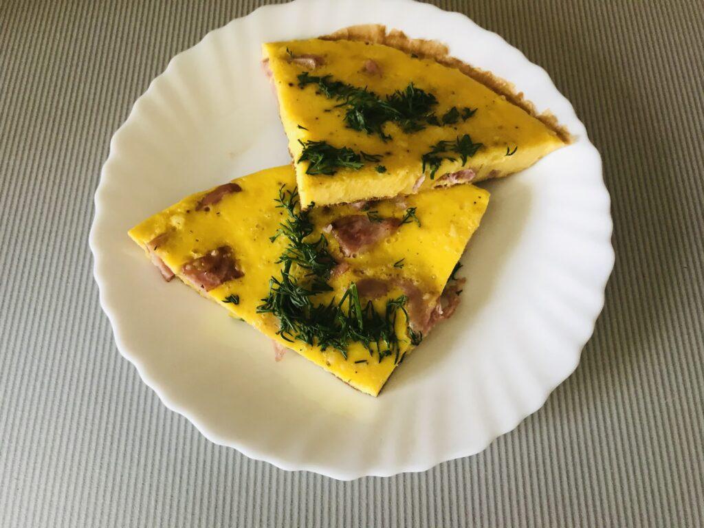 Фото рецепта - Омлет с колбасой и укропом - шаг 6