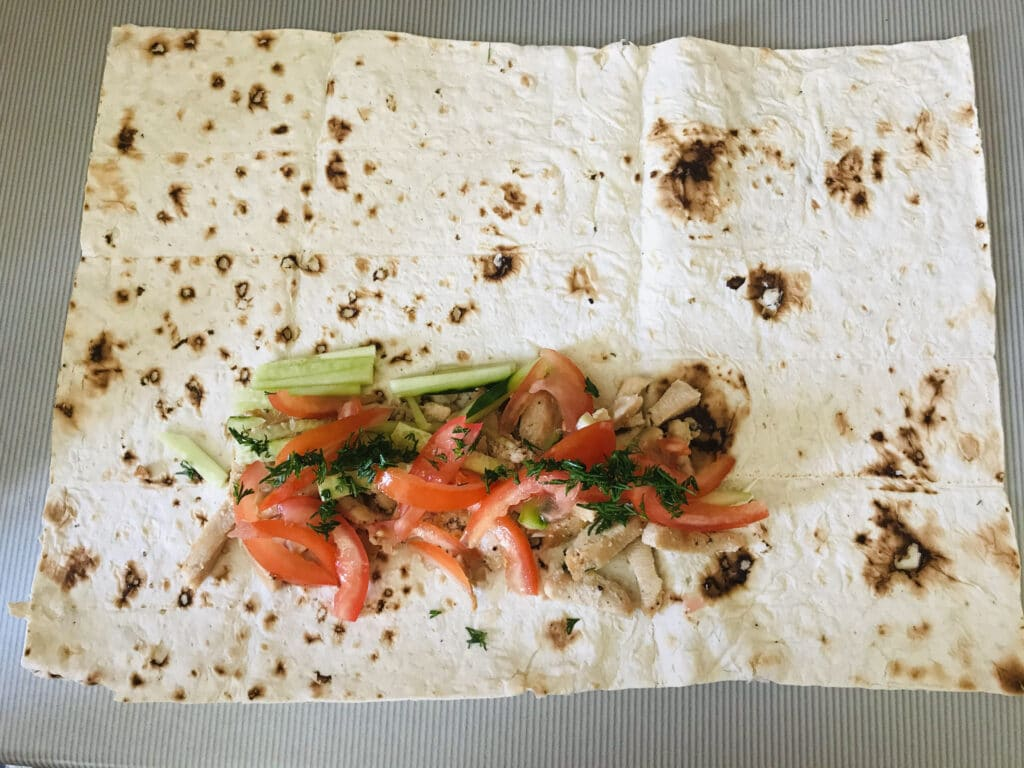 Фото рецепта - Шаурма с курицей и овощами - шаг 4
