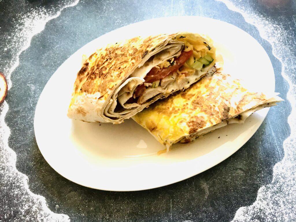 Фото рецепта - Шаурма с курицей и овощами - шаг 7