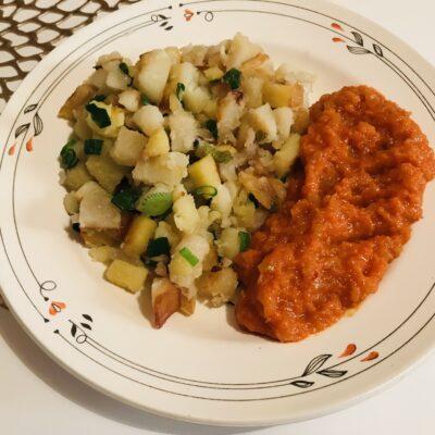 Жареный картофель с зелёным луком - рецепт с фото