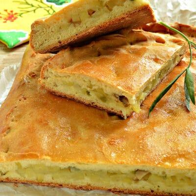 Картофельный пирог с грибами (тесто на кефире) - рецепт с фото