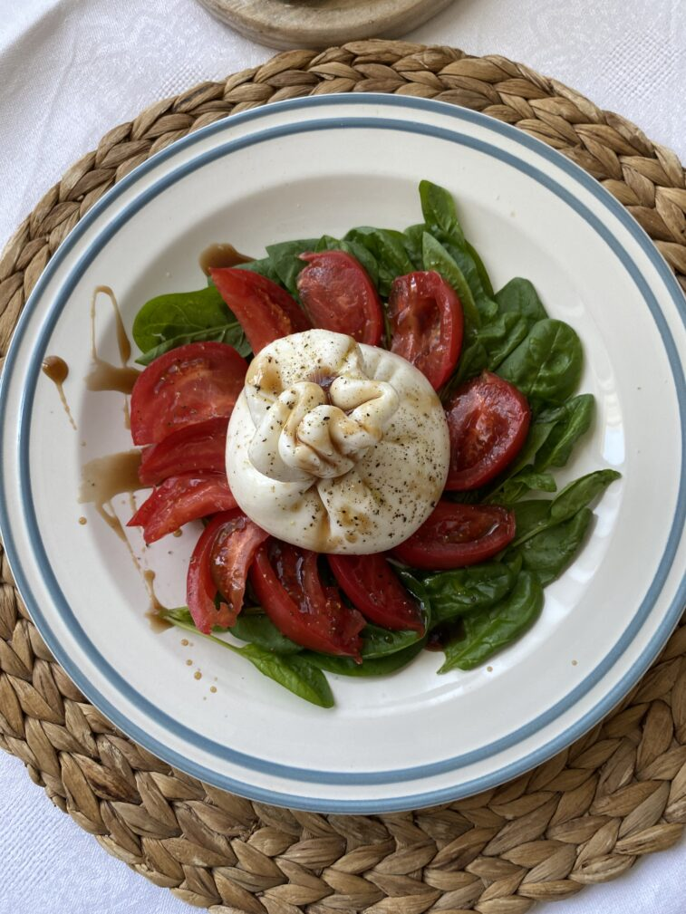 Фото рецепта - Салат с бурратой - шаг 7
