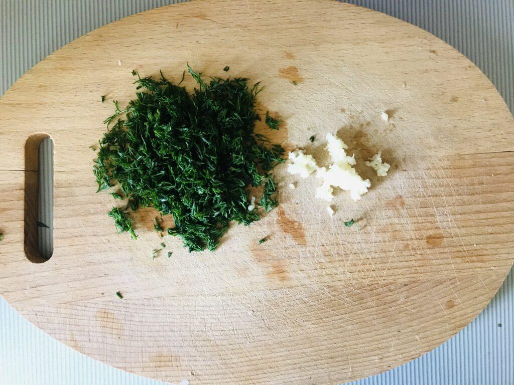 Фото рецепта - Рулет из лаваша с плавленым сыром и колбасой - шаг 2