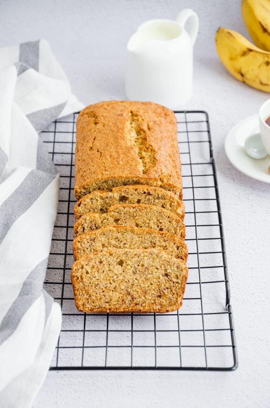 Банановый хлеб с орехами и корицей