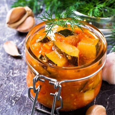Cалат из кабачков в томатном соусе (на зиму)