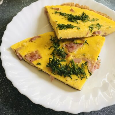 Омлет с колбасой и укропом - рецепт с фото