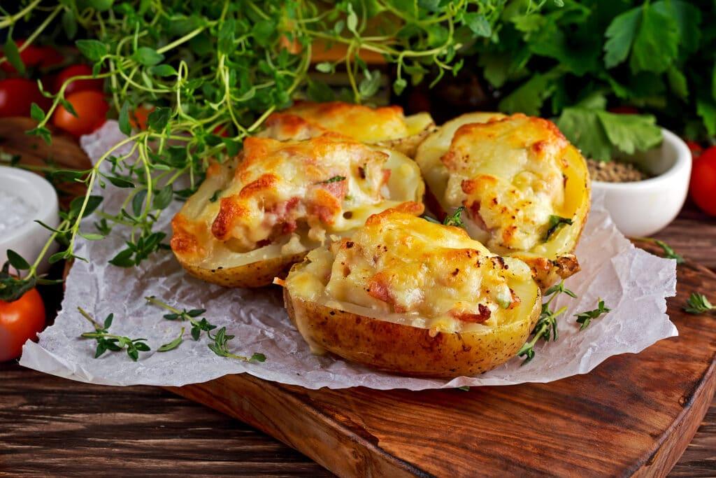 Фото рецепта - Фаршированная картошка с цветной капустой и сыром - шаг 7