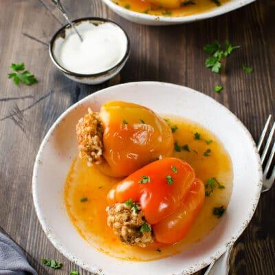 Фаршированные перцы с рисом в томатном соке