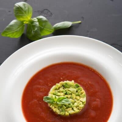 Холодный томатный суп с авокадо