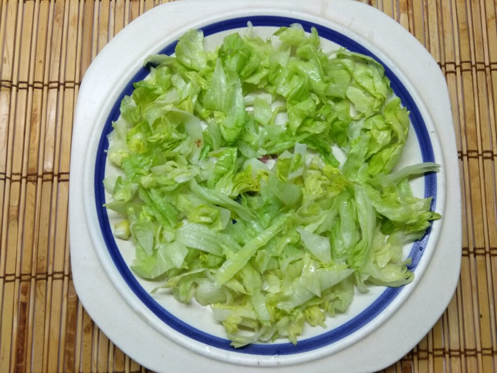 Фото рецепта - Салат с капустой, крабовыми палочками, яйцами и помидорами - шаг 1