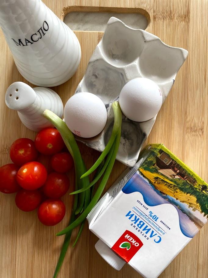 Фото рецепта - Омлет с черри на завтрак - шаг 1