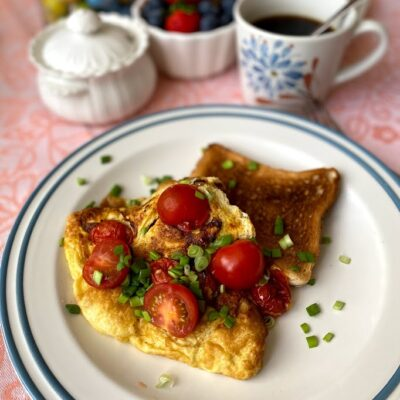 Омлет с черри на завтрак - рецепт с фото