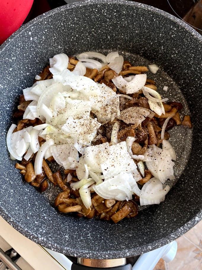 Фото рецепта - Картофель с начинкой в духовке - шаг 8