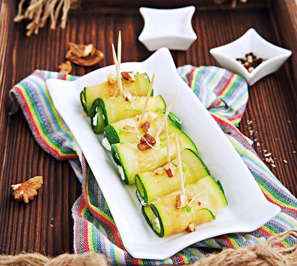 Фото рецепта - Кабачковые рулетики с орехово-чесночной начинкой - шаг 6