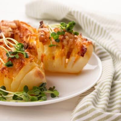 Картошка - гармошка с сыром и беконом