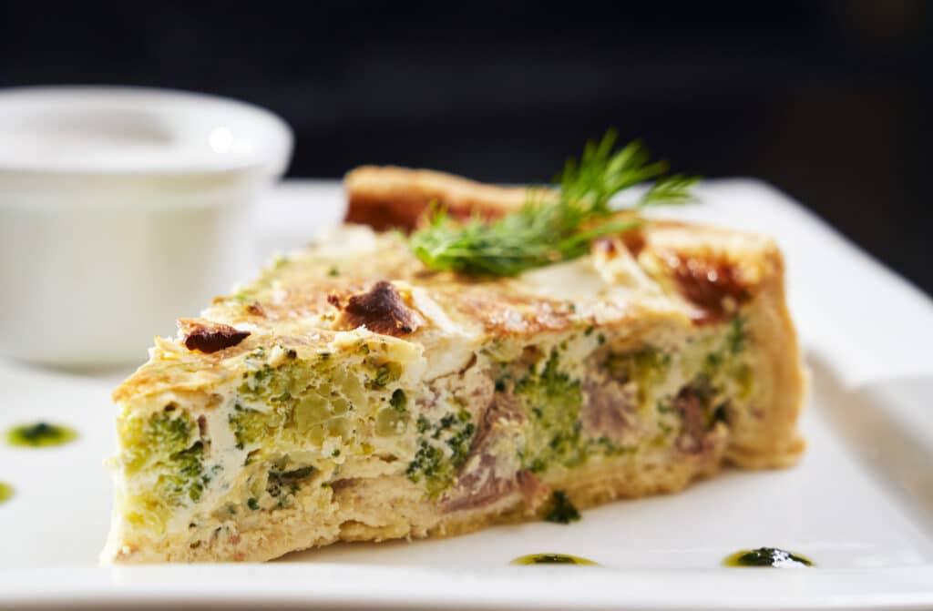 Фото рецепта - Киш с мясом, брокколи и сыром - шаг 6