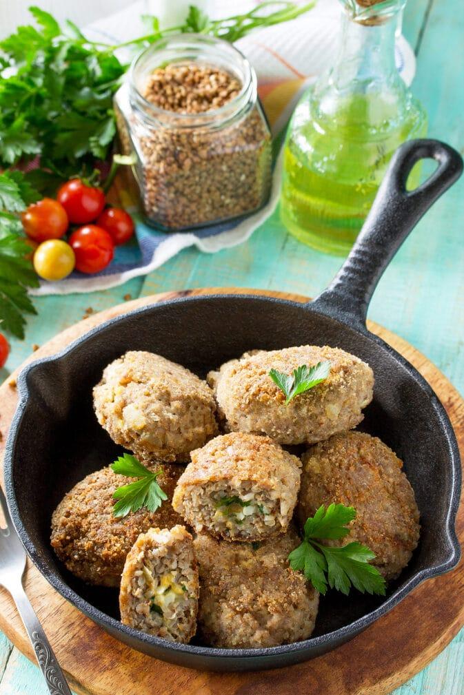 Фото рецепта - Котлеты из гречки с яйцом и зеленью (зразы) - шаг 6
