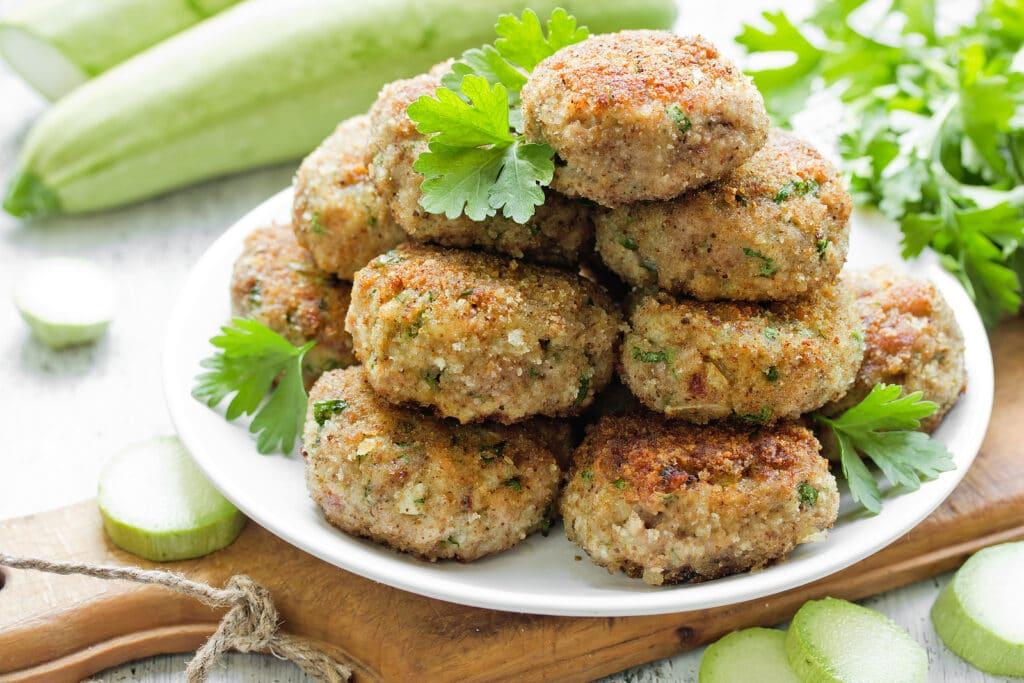 Фото рецепта - Котлеты из свинины с кабачками и зеленью - шаг 6