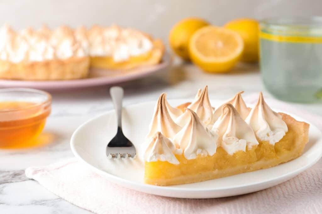 Фото рецепта - Лимонный пирог с меренгой - шаг 7