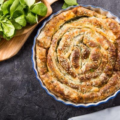 Пирог «Улитка»со шпинатом и яйцами - рецепт с фото