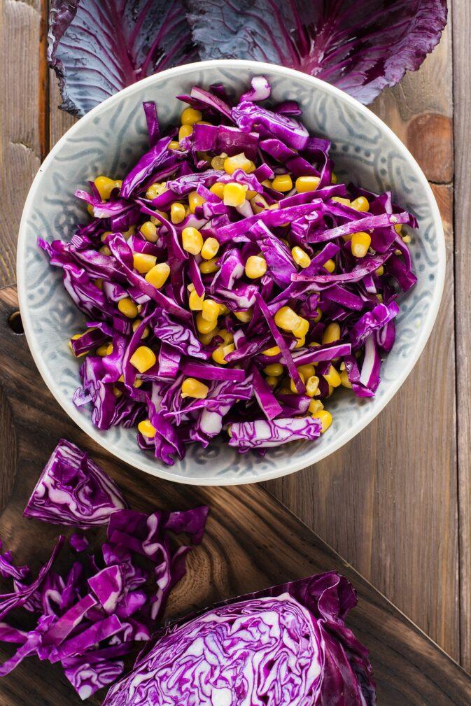 Фото рецепта - Салат из капусты и кукурузы - шаг 5