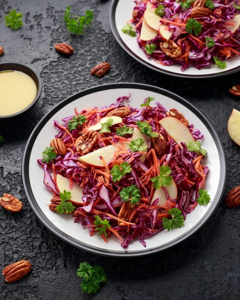 Фото рецепта - Салат из красной капусты с яблоком - шаг 6