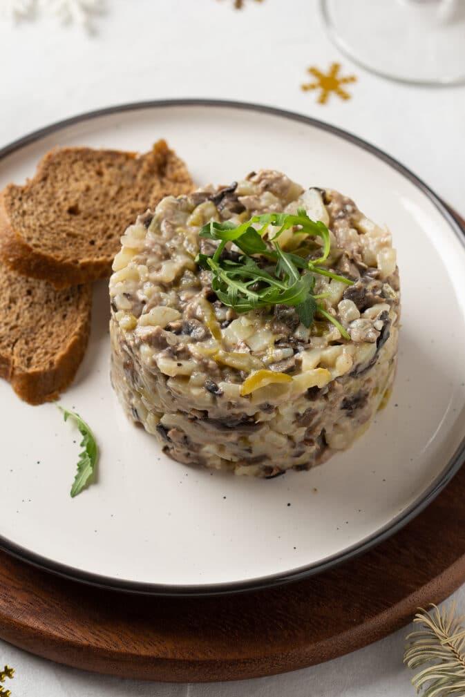 Фото рецепта - Салат с грибами, говядиной и картофелем - шаг 9