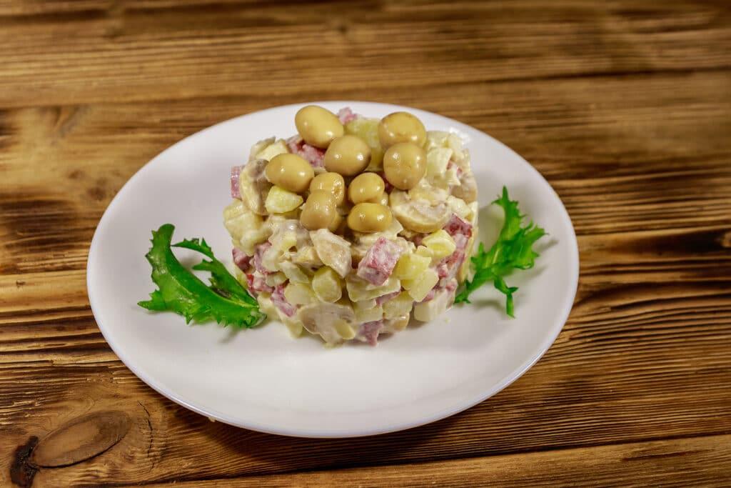 Фото рецепта - Салат с грибами и картофелем - шаг 5