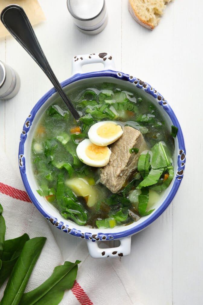 Фото рецепта - Щавелевый суп с яйцом (зеленый борщ) - шаг 5
