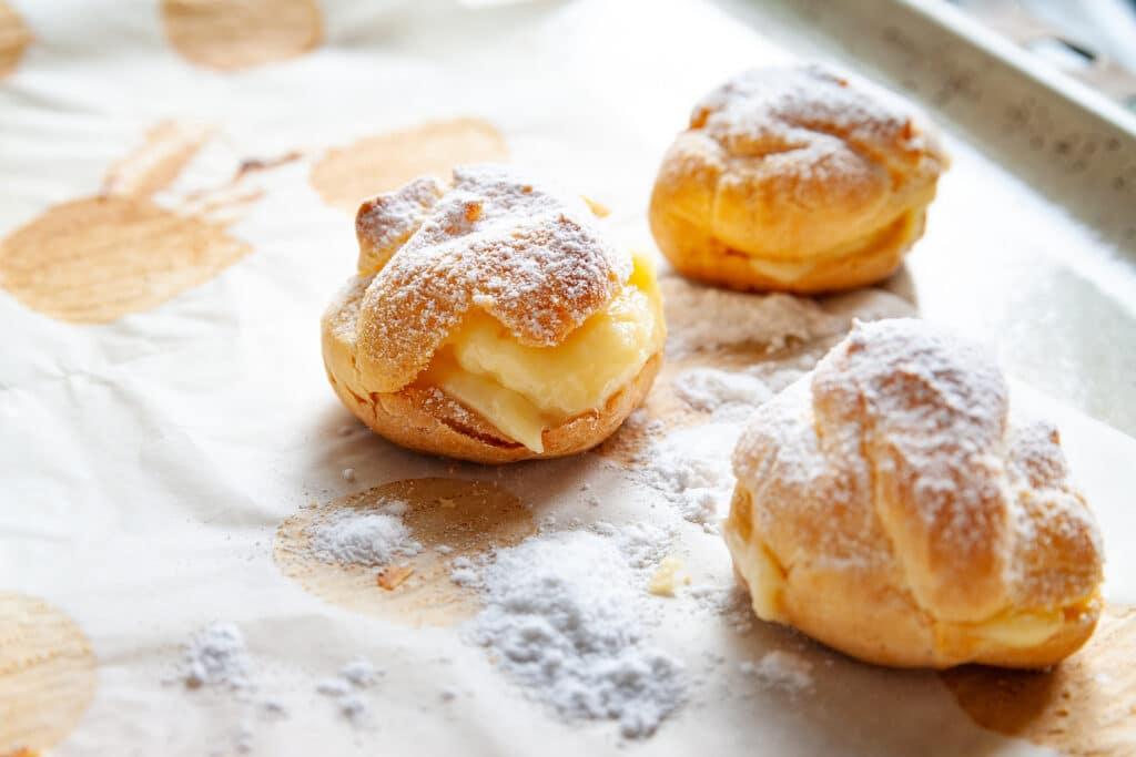 Фото рецепта - Сладкие булочки с заварным кремом - шаг 8
