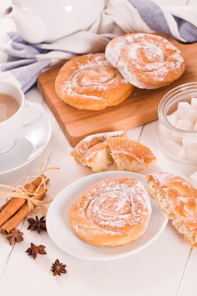 Фото рецепта - Сладкие сдобные булочки - шаг 6