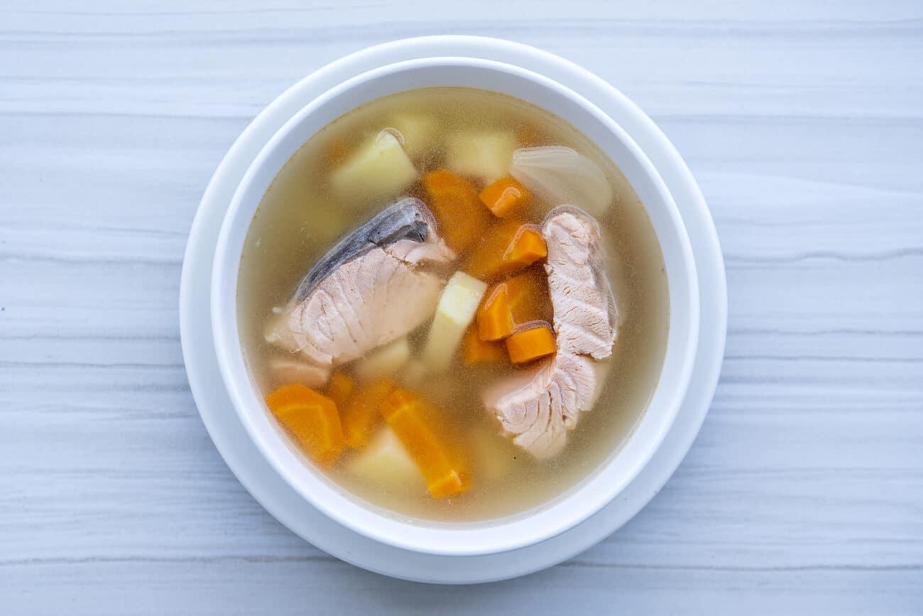 Суп из красной рыбы с овощами