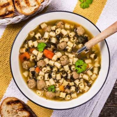 Суп с фрикадельками, пастой и шпинатом - рецепт с фото