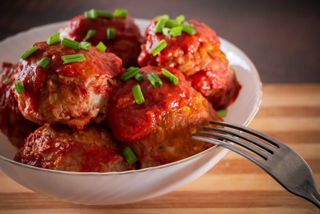 Фото рецепта - Тефтели, томленые в томатном соусе - шаг 12
