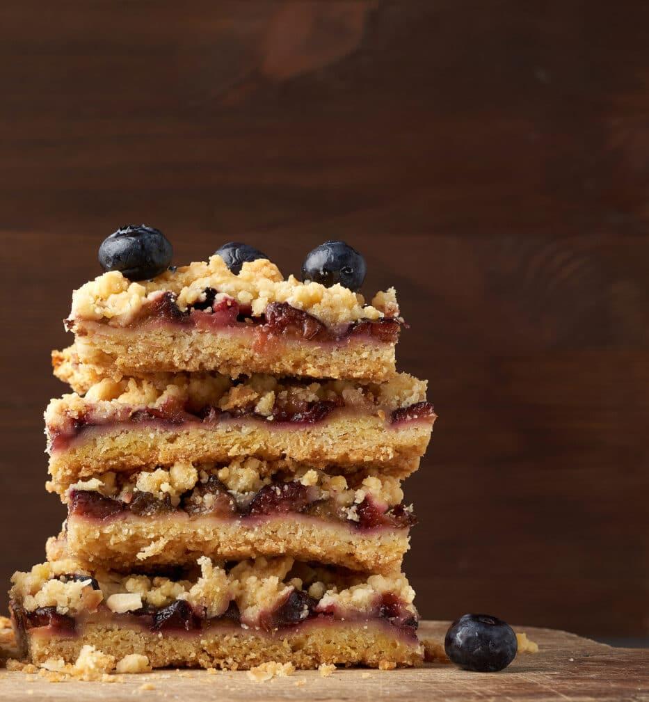Фото рецепта - Тертое печенье со сливой - шаг 7