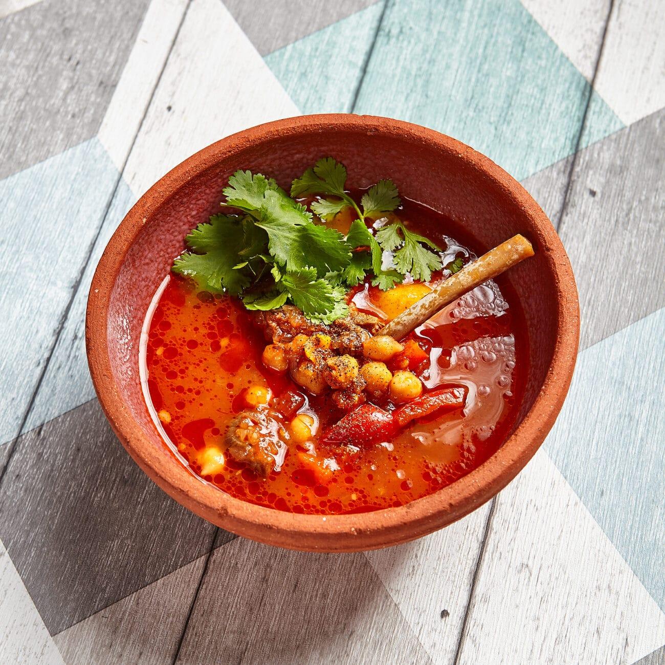 Томатный суп с бараниной и нутом