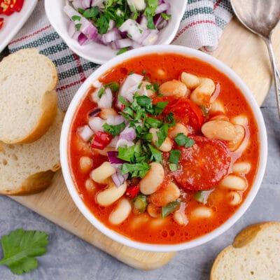 Томатный суп с фасолью и макаронами