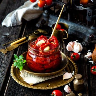 Вяленые помидоры с чесноком - рецепт с фото