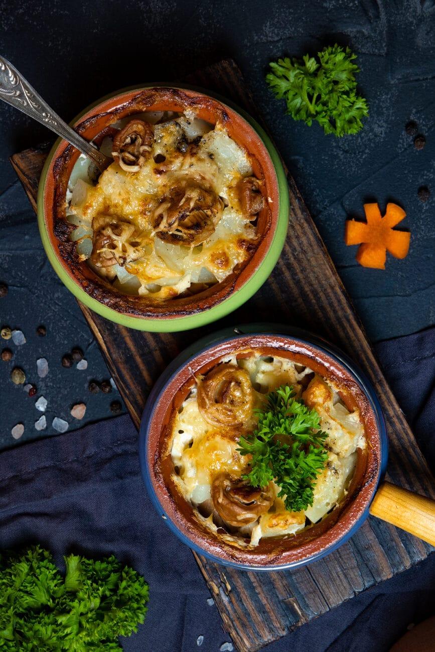 Запеченная картошка с грибами и сыром (в горшочках)
