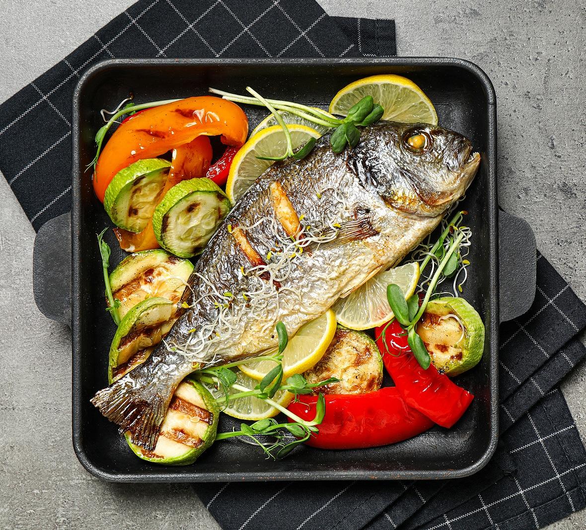 Запеченная рыба с овощами-гриль