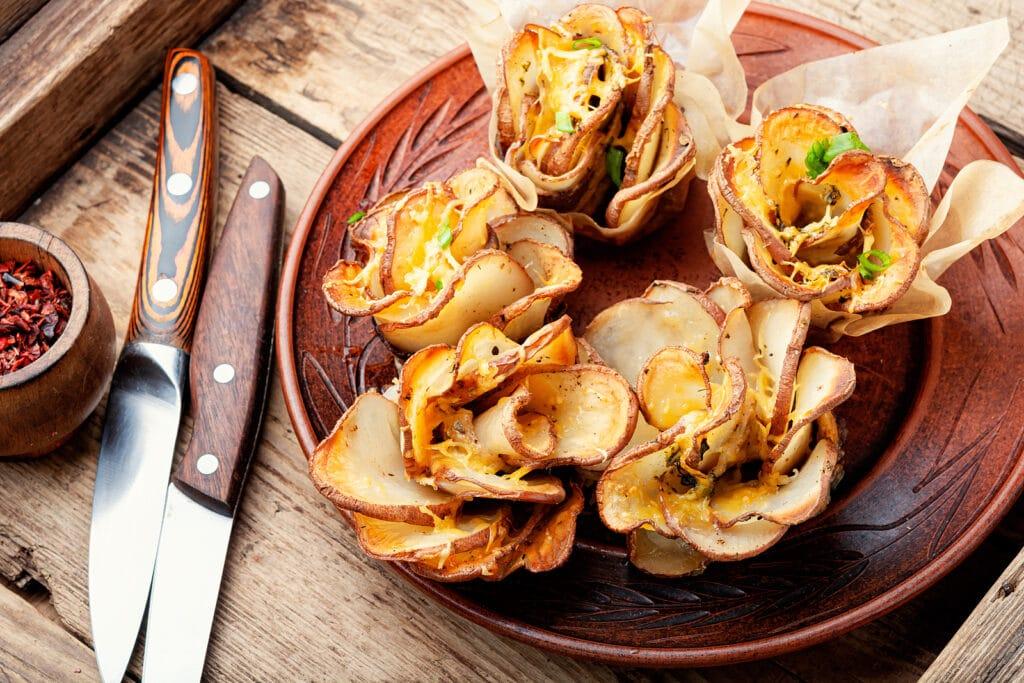 Фото рецепта - Запеченный картофель в виде цветов - шаг 12