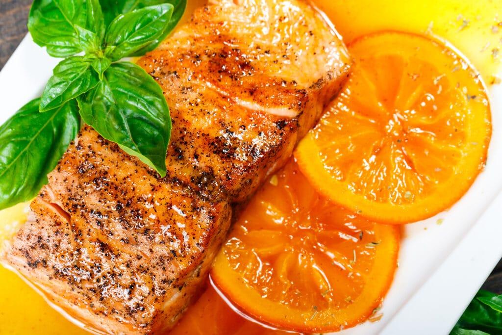 Фото рецепта - Запеченный лосось в апельсиново-медовом соусе - шаг 4