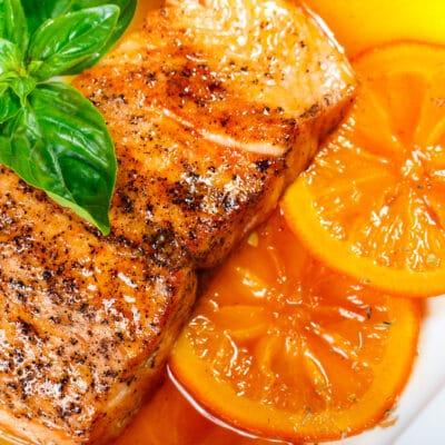 Запеченный лосось в апельсиново-медовом соусе