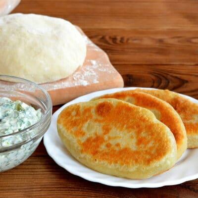 Жареные пирожки с сыром