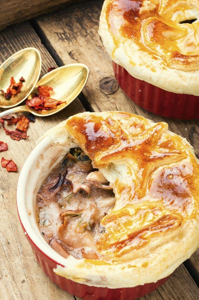 Фото рецепта - Жульен из курицы с грибами в горшочке - шаг 6